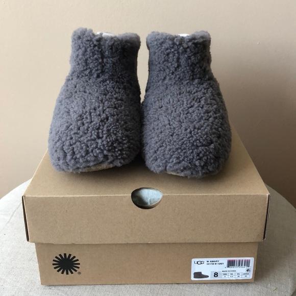 3555fa01b40 UGG Women's Amary Slippers size 8